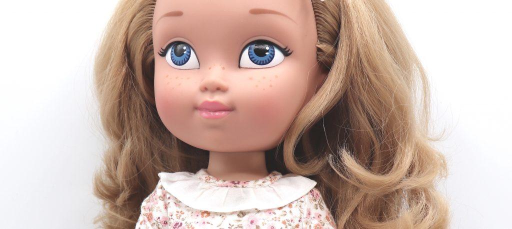 muñeca con pecas