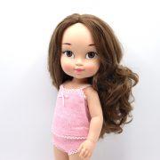 Muñeca con pelo castaño