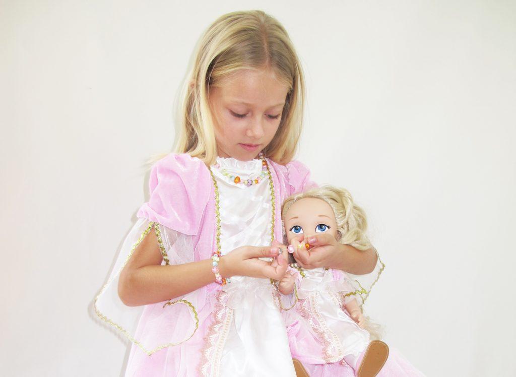 Collares, pulseras y accesorios para niñas y muñecas